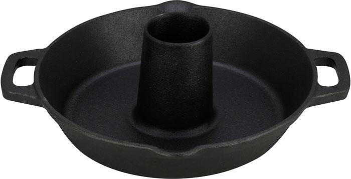 Жаровня для курицы Vitesse, с прихватками. Диаметр 30 смVS-2323Жаровня Vitesse, изготовленная из высококачественного чугуна с антикоррозионным покрытием, предназначена для запекания курицы. Чугун - это высокопрочный и теплоемкий материал, который обеспечивает равномерное распределение тепла. Чугун медленно остывает и быстро нагревается (выдерживает температуру до 600°С), что делает возможным использовать чугунные изделия в духовом шкафу и на открытом огне. Пища, приготовленная в чугунной посуде, сохраняет свои вкусовые качества, и благодаря экологической чистоте материала, не может нанести вред здоровью человека. Жаровня имеет специальную конструкцию, позволяющую вкусно и без особых усилий приготовить курицу. Небольшое отверстие посередине можно заполнить красным вином, ароматическими маслами и специями, соусами или зеленью, и птица изнутри наполнится потрясающим ароматом. Такая конструкция позволяет готовить два блюда одновременно (например, птицу и овощи). Удобные ручки-приливы позволяют надежно удерживать жаровню. Специальные...
