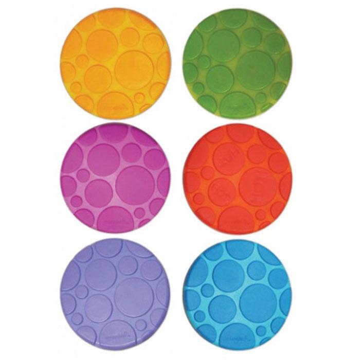 Munchkin Набор ковриков для ванны 6 шт80653Набор ковриков для ванны Munchkin включает в себя шесть цепких текстурированных ковриков-накладок из разных цветов: оранжевого, голубого, салатового, фиолетового и красного. Они прекрасно помогают предотвратить скольжение в ванне. Одна накладка обладает функцией White Hot Technology, которая предупреждает, когда вода становится слишком горячей. Накладки круглой формы крепко присасываются к поверхности ванной, они легко чистятся, их можно размещать в любых точках ванной, там, где они наиболее необходимы. Нет верного или неверного способа купать детей, есть такой способ, который подойдет для вас и вашего малыша. Коврики для ванной Munchkin делают жизнь родителей легче!