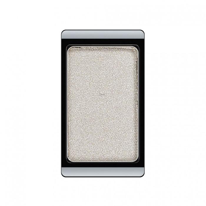 Artdeco Тени для век, перламутровые, 1 цвет, тон №15, 0,8 г30.15Перламутровые тени для век Artdeco придадут вашему взгляду выразительную глубину. Их отличает высокая стойкость и невероятно легкое нанесение. Это профессиональный продукт для несравненного результата! Упаковка на магнитах позволяет комбинировать тени по вашему выбору в элегантные коробочки. Тени Artdeco дарят возможность почувствовать себя своим собственным художником по макияжу! Характеристики: Вес: 0,8 г. Тон: №15. Производитель: Германия. Артикул: 30.15. Товар сертифицирован.