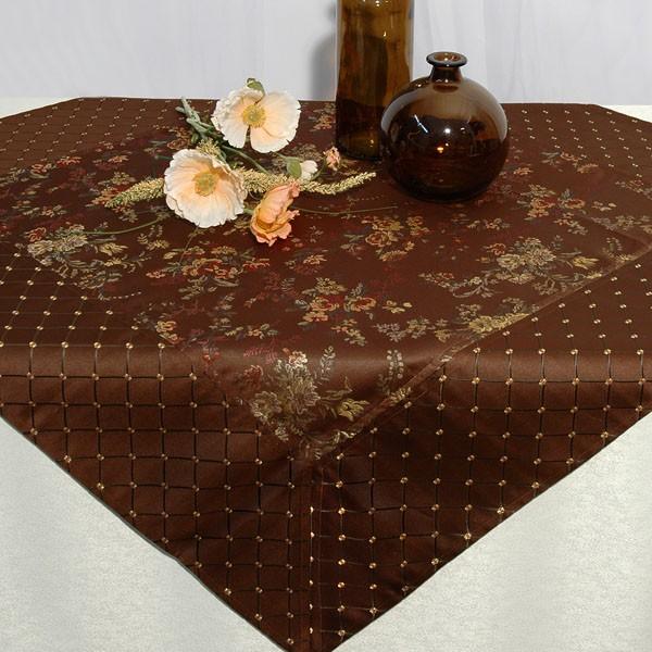 Скатерть Schaefer, шелковая вышивка цветов, 100x 100 см. 06034-102VT-1520(SR)Скатерть Schaefer выполнена из коричневой жаккардовой ткани с цветочным рисунком. По периметру скатерть отделана широкими полосами из ткани-компаньона с вышитой сеточкой. Края скатерти обработаны швом в подгибку с обверложенным краем. Характеристики:Материал: 64% полиэстер, 36% вискоза. Размер скатерти: 100 см х 100 см. Производитель: Германия. Артикул: 06034-102. УВАЖАЕМЫЕ КЛИЕНТЫ! Обращаем ваше внимание, что в комплектацию товара входит только скатерть, остальные предметы служат лишь для визуального восприятия товара.