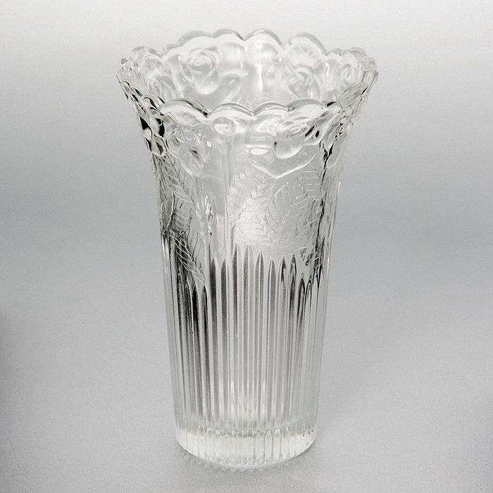 Ваза Rosa, высота 15 смИт 16015048Ваза Rosa, выполненная из высококачественного стекла и декорированная рельефным изображением роз, подчеркнет красоту букета, а также послужит отличным дополнением к интерьеру вашего дома. Необычный дизайн вазы делает этот предмет не просто сосудом для цветов, но и оригинальным сувениром, который радует глаз и создает в вашем доме атмосферу гармонии, тепла и комфорта. Характеристики: Материал: стекло. Высота вазы: 15 см. Диаметр вазы по верхнему краю: 9 см. Диаметр основания вазы: 5 см. Размер упаковки: 10 см х 10 см х 15 см. Артикул: Ит 16015048.
