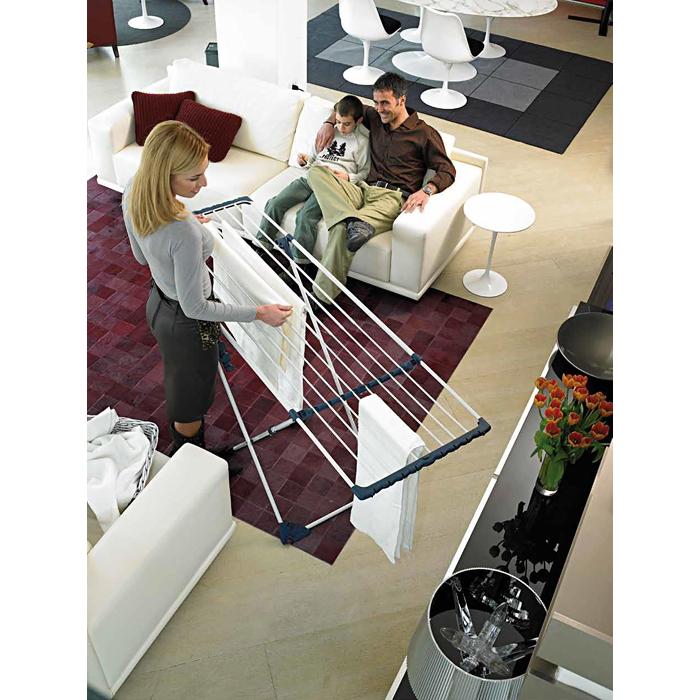 Сушилка напольная Gimi Extention, 180 x 57 x 94 смIR-F1-WНапольная сушилка для белья Gimi Extention проста и удобна в использовании, компактно складывается, экономя место в вашей квартире. Сушилку можно использовать на балконе или дома. Сушилка оснащена выдвижными створками для сушки одежды во всю длину, а также имеет специальные пластиковые крепления в основе стоек, которые не царапают пол. Характеристики: Материал: сталь, покрытая эпоксидным порошком. Размер сушилки: 180 см х 57 см х 94 см. Размер упаковки: 127 см х 54 см х 6 см.