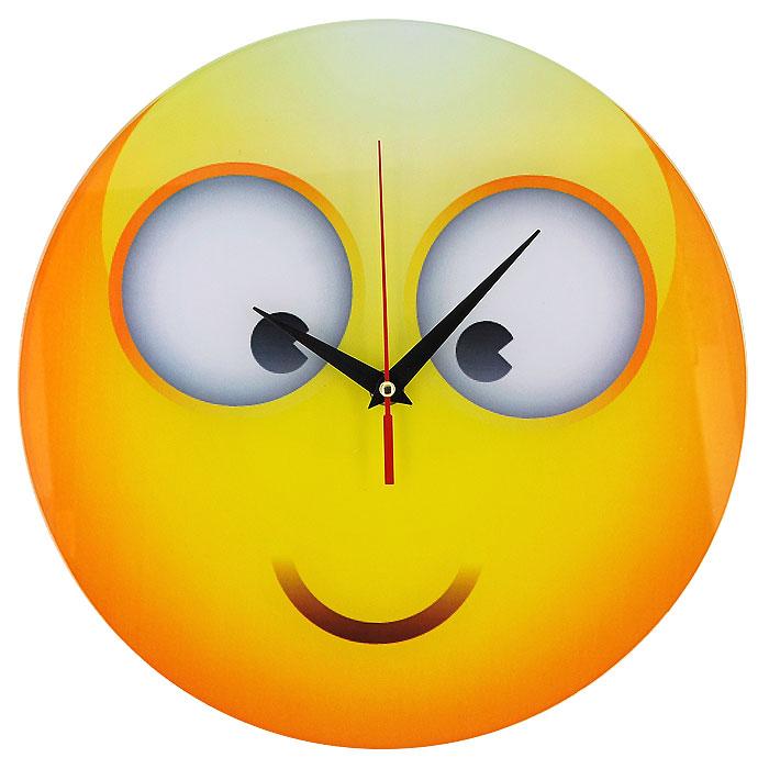Часы настенные Смайл, кварцевые. 9440294402Настенные кварцевые часы Смайл своим необычным дизайном подчеркнут стильность и оригинальность интерьера вашего дома. Циферблат часов круглой формы выполнен из стекла и оформлен изображением смайлика. Часы имеют три стрелки - часовую, минутную и секундную. На задней стенке часов расположена металлическая петелька для подвешивания. Такие часы послужат отличным подарком для ценителя ярких и необычных вещей. Характеристики: Материал: стекло, металл. Диаметр корпуса часов: 28 см. Размер упаковки: 29,5 см х 29 см х 4,5 см. Артикул: 94402. Рекомендуется докупить батарейку типа АА (не входит в комплект).