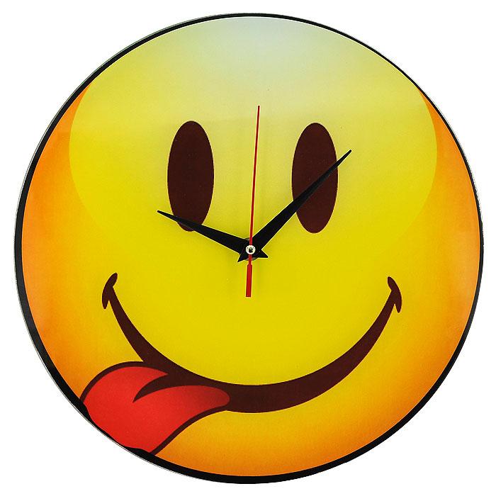 Часы настенные Смайл, кварцевые. 9439694396Настенные кварцевые часы Смайл своим необычным дизайном подчеркнут стильность и оригинальность интерьера вашего дома. Циферблат часов круглой формы выполнен из стекла и оформлен изображением смайлика, показывающего язык. Часы имеют три стрелки - часовую, минутную и секундную. На задней стенке часов расположена металлическая петелька для подвешивания. Такие часы послужат отличным подарком для ценителя ярких и необычных вещей.