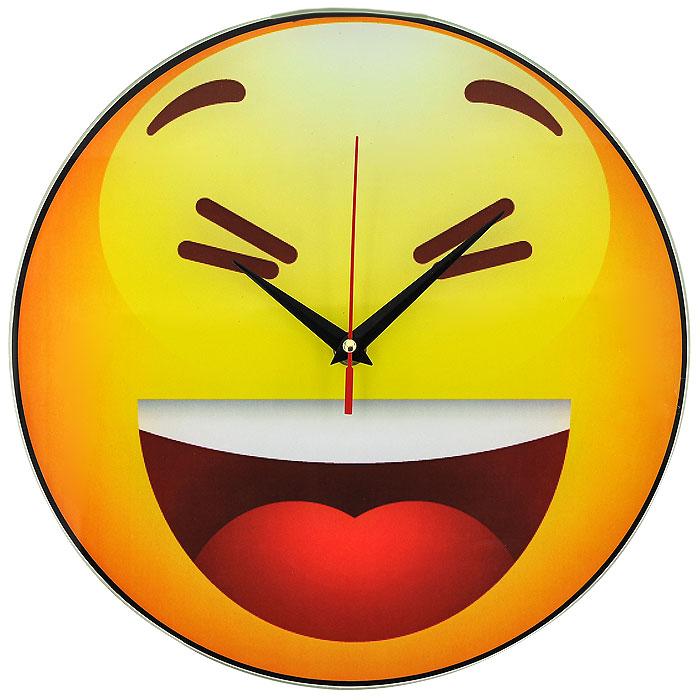 Часы настенные Смайл, кварцевые. 9439994399Настенные кварцевые часы Смайл своим необычным дизайном подчеркнут стильность и оригинальность интерьера вашего дома. Циферблат часов круглой формы выполнен из стекла и оформлен изображением хохочущего смайлика. Часы имеют три стрелки - часовую, минутную и секундную. На задней стенке часов расположена металлическая петелька для подвешивания. Такие часы послужат отличным подарком для ценителя ярких и необычных вещей. Характеристики: Материал: стекло, металл. Диаметр корпуса часов: 28 см. Размер упаковки: 29,5 см х 29 см х 4,5 см. Артикул: 94399. Рекомендуется докупить батарейку типа АА (не входит в комплект).