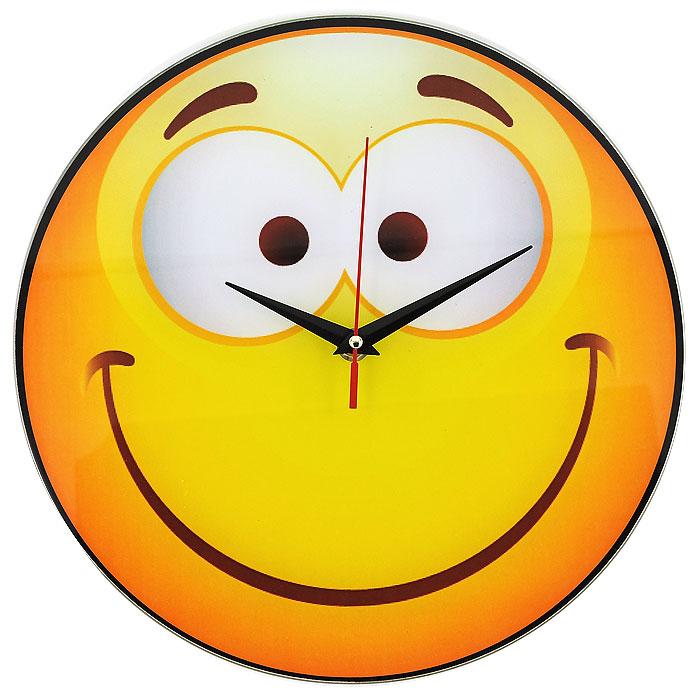Часы настенные Смайл, кварцевые. 9439794397Настенные кварцевые часы Смайл своим необычным дизайном подчеркнут стильность и оригинальность интерьера вашего дома. Циферблат часов круглой формы выполнен из стекла и оформлен изображением очаровательного смайлика. Часы имеют три стрелки - часовую, минутную и секундную. На задней стенке часов расположена металлическая петелька для подвешивания. Такие часы послужат отличным подарком для ценителя ярких и необычных вещей. Характеристики: Материал: стекло, металл. Диаметр корпуса часов: 28 см. Размер упаковки: 29,5 см х 29 см х 4,5 см. Артикул: 94397. Рекомендуется докупить батарейку типа АА (не входит в комплект).