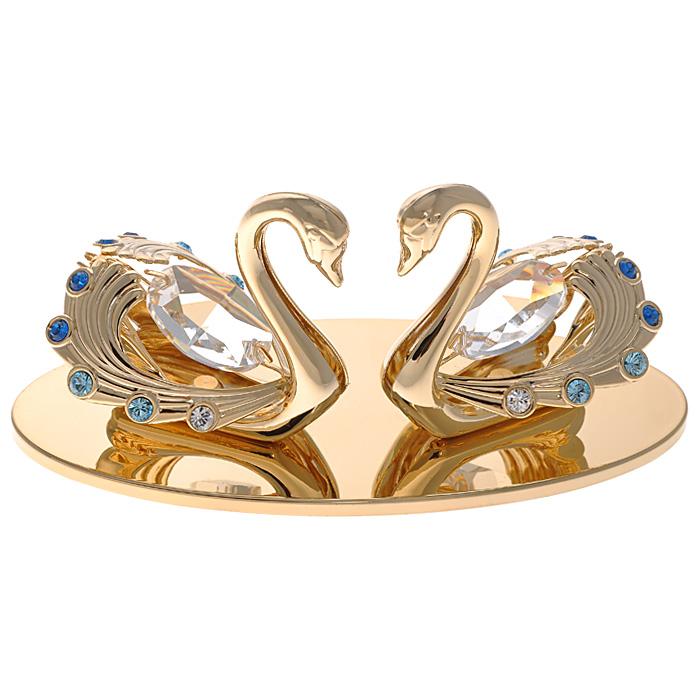 Фигурка декоративная Лебеди, цвет: золотистый67469Декоративная фигурка Лебеди, золотистого цвета, станет необычным аксессуаром для вашего интерьера и создаст незабываемую атмосферу. Фигурка выполнена в виде пары лебедей, размещенных на подставке с зеркальной полировкой, и инкрустирована синими и голубыми кристаллами. Кристаллы, украшающие фигурку, носят громкое имя Swarovski. Ограненные, как бриллианты, кристаллы блистают сотнями тысяч различных оттенков. Эта очаровательная вещь послужит отличным подарком близкому человеку, родственнику или другу, а также подарит приятные мгновения и окунет вас в лучшие воспоминания. Фигурка упакована в подарочную коробку. Характеристики: Материал: металл (углеродистая сталь, покрытие золотом 0,05 микрон), австрийские кристаллы. Размер фигурки: 10 см х 5 см х 4,5 см. Цвет: золотистый. Размер упаковки: 7,5 см х 10 см х 5 см. Артикул: 67469. Более чем 30 лет назад компания Crystocraft выросла из ведущего производителя в перспективную торговую...
