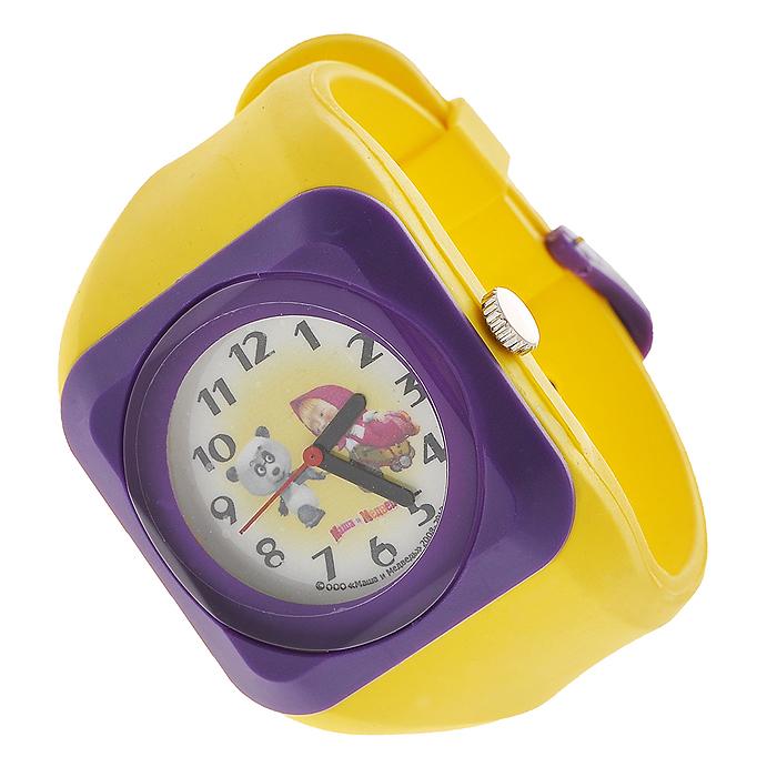 Часы наручные Маша и медведь, кварцевые, цвет: желтый, фиолетовыйART-13Наручные часы  Маша и медведь  станут замечательным подарком для вашего ребенка. Круглый циферблат часов в квадратном пластиковом корпусе желтого и фиолетового цветов оформлен арабскими цифрами и изображением Маши и панды, героев популярного мультсериала Маша и медведь. Часы оснащены кварцевым механизмом. Удобный желтый ремешок из мягкого ПВХ не доставит дискомфорта от ношения часов. Характеристики: Диаметр циферблата: 3 см. Размер корпуса: 4,5 см х 4,5 см. Длина ремешка (с учетом корпуса): 24 см. Ширина ремешка: 2,5 см. Материал: ПВХ, металл, пластик. Размер упаковки: 5 см х 28,5 см х 2,5 см.