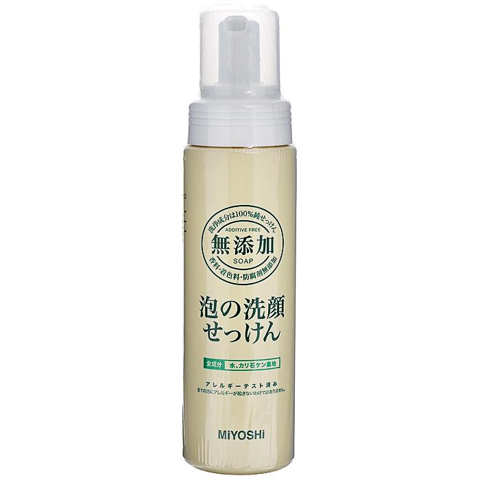Miyoshi Пенящееся средство для умывания, на основе натуральных компонентов, 200 млFS-00103Средство для умывания Miyoshi прекрасно удаляет излишки кожных выделений, не нарушая естественного защитного липидного барьера кожи. Образует нежную кремовую пену. Мягко воздействует на кожу благодаря моющим компонентам растительного происхождения. Не вызывает аллергических реакций. Особенно рекомендуется для ухода за чувствительной кожей, а также кожей, склонной к шелушению и раздражениям.Не содержит отдушек, стабилизаторов, консервантов. Характеристики:Объем: 200 мл. Артикул: 120019. Производитель: Япония. Товар сертифицирован.