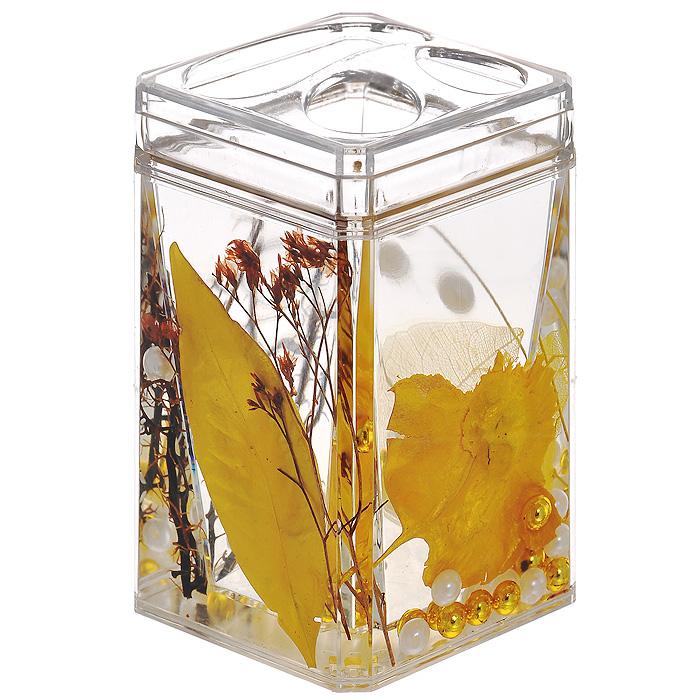 Стаканчик для зубных щеток Gold Leaf68/5/3Стаканчик для зубных щеток Gold Leaf, изготовленный из прозрачного пластика, отлично подойдет для вашей ванной комнаты. Стаканчик имеет двойные стенки, между которыми находится прозрачный гелевый наполнитель с золотистыми листьями, веточками и бусинами белого и золотистого цвета.Стаканчик для зубных щеток Gold Leaf создаст особую атмосферу уюта и максимального комфорта в ванной. Характеристики: Материал: пластик, акрил, гелевый наполнитель. Цвет: золотистый, черный, белый. Размер стаканчика: 7 см х 7 см х 11,5 см. Производитель: Швеция. Изготовитель: Китай. Размер упаковки: 7,5 см х 7,5 см х 12,5 см. Артикул: 867-88.