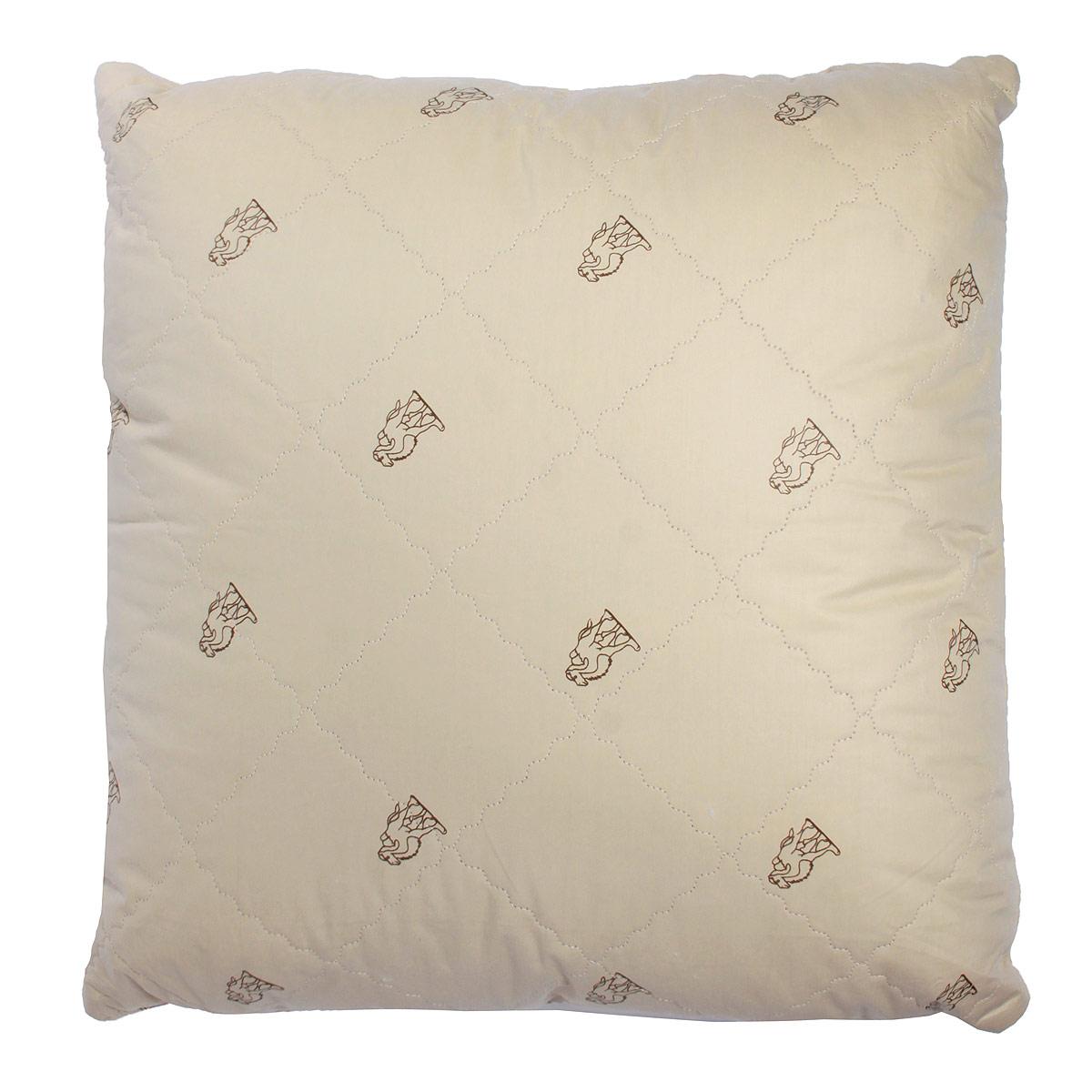 Подушка Verossa, наполнитель: верблюжья шерсть, 70 х 70 см170920Стеганый чехол подушки Verossa выполнен из натуральной хлопковой ткани бежевого цвета. Чехол продублирован пластом из верблюжьей шерсти. Основной наполнитель подушки - искусственный лебяжий пух. Наполнитель обладает высокой гигроскопичностью, создавая эффект сухого тепла. Волокна верблюжьей шерсти полые внутри, образуют пласт, содержащий множество воздушных кармашков, которые равномерно сохраняют и распределяют тепло, обеспечивая естественную терморегуляцию в жару и холод. Верблюжья шерсть обладает рядом уникальных лечебных свойств, благодаря которым расширяются сосуды, усиливается микроциркуляция крови. Шерсть снимает статическое напряжение, благоприятно воздействует на опорно-двигательный аппарат. Подушка, выстеганная оригинальным узором Барханы, украсит ваш дом и подарит наслаждение от отдыха. Подушка упакована в прозрачный пластиковый чехол на змейке с ручкой, что является чрезвычайно удобным при переноске. Характеристики: ...