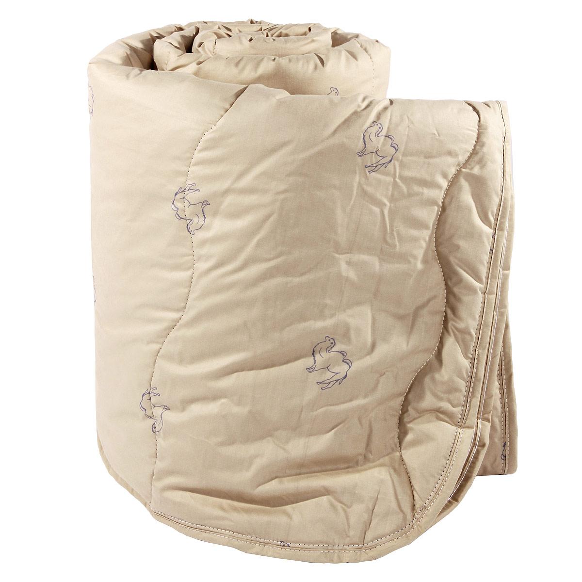 Одеяло Verossa, наполнитель: верблюжья шерсть, 172 х 205 см170583Одеяло Verossa представляет собой стеганый чехол из натурального хлопка с наполнителем из верблюжьей шерсти. Наполнитель обладает высокой гигроскопичностью, создавая эффект сухого тепла. Волокна верблюжьей шерсти полые внутри, образуют пласт, содержащий множество воздушных кармашков, которые равномерно сохраняют и распределяют тепло, обеспечивая естественную терморегуляцию в жару и холод. Верблюжья шерсть обладает рядом уникальных лечебных свойств, благодаря которым расширяются сосуды, усиливается микроциркуляция крови. Шерсть снимает статическое напряжение, благоприятно воздействует на опорно-двигательный аппарат. Одеяло, выстеганное оригинальным узором Барханы, украсит ваш дом и подарит наслаждение от отдыха. Одеяло упаковано в прозрачный пластиковый чехол на змейке с ручкой, что является чрезвычайно удобным при переноске. Характеристики: Материал чехла: перкаль (100% хлопок). Наполнитель: верблюжья шерсть. Масса...