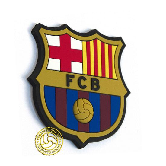 Магнит полимерный FC Barcelona10536Магнит выполнен в виде футболки с логотипом FC Barcelona послужит отличным подарком для болельщика данного футбольного клуба. С помощью магнита Вы можете закрыть мелкие дефекты на холодильнике, которые резко бросаются в глаза, оставить сообщения для членов семьи на записках. Также с помощью магнита Вы придадите индивидуальность своему кухонному интерьеру. Характеристики:Размер магнита: 8 см х 7,5 см х 0,5 см. Размер упаковки: 10,5 см х 9,5 см х 0,5 см. Артикул: 190206.