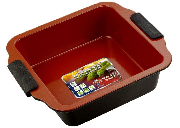 Форма для выпечки Vitesse, цвет: коричневый, 20 см х 20 смVS-2352Квадратная форма для выпечки Vitesse изготовлена из высококачественной углеродистой стали. Внутреннее керамическое покрытие Eco-Cera, позволяющее готовить при температуре 220°С, не оставляет послевкусия, делает возможным приготовление блюд без масла, сохраняет витамины и питательные вещества. Покрытие безопасно для человека, не содержит PFOA. Высокотехнологичное внешнее антипригарное покрытие устойчиво к царапинам и механическим повреждениям. Удобные ручки оснащены съемными силиконовыми вставками. Простая в уходе и долговечная в использовании форма Vitesse будет верной помощницей в создании ваших кулинарных шедевров. Можно мыть в посудомоечной машине. Характеристики: Материал: углеродистая сталь, силикон. Цвет: коричневый. Внутренний размер формы: 20 см х 20 см. Размер формы (с учетом ручек): 26 см х 23 см. Высота стенки: 7 см. Изготовитель: Китай. Размер упаковки: 26 см х 23...
