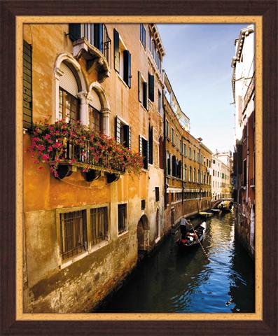 Постер в раме Венеция, 40 x 50 смU210DFКартина для интерьера (постер) - современное и актуальное направление в дизайне любых помещений. Постер Венеция может использоваться для оформления множества интерьеров: дома, офиса (комната переговоров, холл, кабинет), бара, кафе, ресторана или гостиницы.Постер в раме является отличным подарком.Постеры, представленные компанией ПостерМаркет, собраны вручную из лучших импортных комплектующих, надежно упакованы в пленку с противоударными уголками. Характеристики:Материал: бумага, пластик, ДВП. Размер постера (без рамы): 40 см x 50 см. Размер постера (с учетом рамы): 46 см х 56 см х 1 см. Производитель: Россия. Артикул: SG 13.
