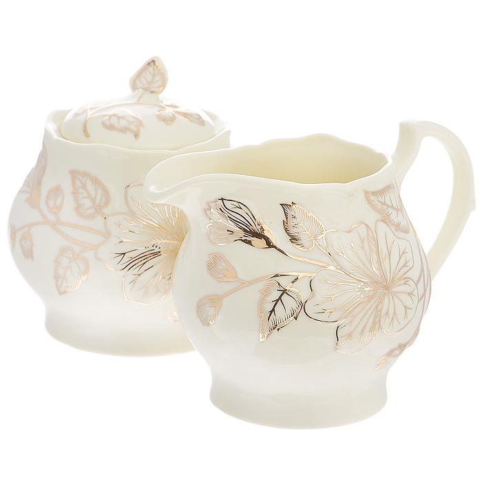 Набор Желтый цветок, 2 предмета595-106Набор Желтый цветок состоит из сахарницы и молочника, выполненных из высококачественного фарфора молочного цвета. Изделия декорированы золотистым цветочным рисунком. Такой набор прекрасно подойдет для сервировки стола и станет незаменимым атрибутом чаепития. Набор упакован в подарочную коробку из плотного золотистого картона. Внутренняя часть коробки задрапирована белой атласной тканью, и каждый предмет надежно крепится в определенном положении благодаря особым выемкам в коробке. Характеристики: Материал: фарфор. Объем молочника: 380 мл. Размер молочника (Д х Ш х В): 13 см х 9,5 см х 9 см. Объем сахарницы: 380 мл. Диаметр сахарницы: 9,5 см. Высота сахарницы (с учетом крышки): 10,5 см. Размер упаковки: 26 см х 13,5 см х 11 см. Артикул: 595-106.