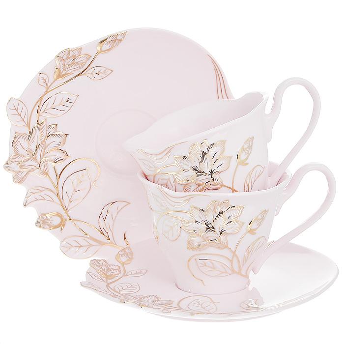Набор чайный Розовая лиана, 4 предмета595-114Чайный набор Розовая лиана, выполненный из высококачественного фарфора розового цвета, состоит из двух чашек и двух блюдец. Изделия декорированы рельефным цветком, покрытым золотистой эмалью. Элегантный дизайн и совершенные формы предметов набора привлекут к себе внимание и украсят интерьер вашей кухни. Чайный набор Розовая лиана идеально подойдет для сервировки стола и станет отличным подарком к любому празднику. Чайный набор упакован в подарочную коробку из плотного картона золотистого цвета. Внутренняя часть коробки задрапирована белой атласной тканью, и каждый предмет надежно крепится в определенном положении благодаря особым выемкам в коробке. Характеристики: Материал: фарфор. Объем чашки: 200 мл. Диаметр чашки по верхнему краю: 9 см. Высота чашки: 7 см. Диаметр блюдца: 15 см. Размер упаковки: 23 см х 18 см х 11 см. Артикул: 595-114.