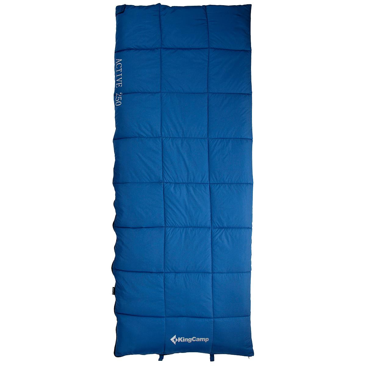Спальный мешок-одеяло KingCamp ACTIVE 250, цвет: синий. ks310303/1/12Комфортный спальник-одеяло имеет прямоугольную форму и одинаковую ширину как вверху, так и внизу, благодаря чему ноги чувствуют себя более свободно. Молния располагается на боковой стороне, благодаря чему при её расстёгивании спальник превращается в довольно большое одеяло. Характеристики:Размер спального мешка с учетом подголовника: 190 см х 75 см. Утеплитель: четырехканальное волокно Hollowfibre, 250 г/м2. Внешний материал: полиэстер 210Т RipStop W/P. Внутренний материал: 100% хлопок. Экстремальная температура: -5°C. Температура комфорта: 6°C...12°С. Вес: 1,45 кг. Изготовитель:Китай. Размер в сложенном виде: 35 см х 22 см х 22 см. Артикул:KS3103.