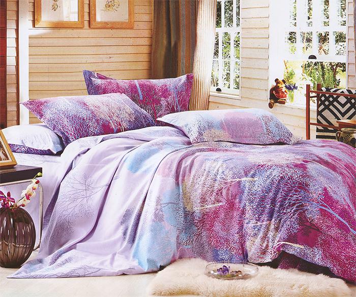 Комплект белья JiaKe Home Textile (1,5 спальный КПБ, полиэстер, наволочки 70х70), цвет: фиолетовыйФиолетовое дерево 3-4Постельное белье JiaKe Home Textile выполнено из полиэстера. В комплект входят: пододеяльник, простыня, 2 наволочки с клапаном, без пуговиц или молний. Все предметы набора украшены оригинальным изображением деревьев. Качество материала, яркая и, вместе с тем, неагрессивная цветовая гамма привнесут в интерьер гармонию, уют и собственный неповторимый стиль. По мягкости полиэстер близок к хлопку, этот материал очень стоек к смятию, легко стирается, после стирки быстро сохнет, материал не растягивается и не садится. Характеристики: Страна: Китай. Материал: 100% полиэстер. Размер упаковки: 45 см х 31 см х 5 см. В комплект входят: Пододеяльник - 1 шт. Размер: 220 см х 145 см. Простыня - 1 шт. Размер: 225 см х 150 см. Наволочка - 2 шт. Размер: 70 см х 70 см.