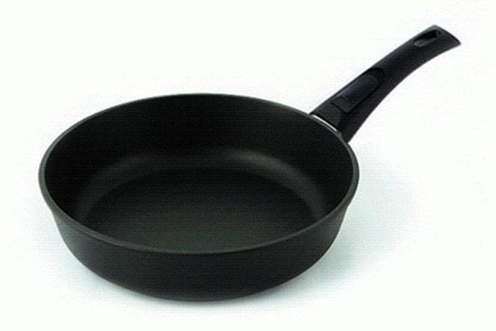 Сковорода литая Нева Металл Посуда Особенная с 4-х слойным антипригарным покрытием, со съемной ручкой. Диаметр 24 см. 90249024Сковорода Особенная из серии литой алюминиевой посуды с полимер-керамическим антипригарным покрытием повышенной износостойкости ТИТАН. Вы можете пользоваться металлическими столовыми приборами, готовя в ней пищу. 4-слойная антипригарнвя полимер-керамическая система ТИТАН ПК обладает повышенной износостойкостью, достигаемой за счет особой структуры и специальной технологии нанесения. Это собственная запатентованная разработка компании, не имеющая аналогов в России. Прототип покрытия применялся при постройке космического корабля Буран и орбитальных спутников. В состав системы ТИТАН ПК входят антипригарные слои на водной основе. Система ТИТАН ПК традиционно производится БЕЗ использования PFOA (перфтороктановой кислоты). Равномерно нагревается за счет особой конструкции корпуса по принципу золотого сечения, толстых стенок (4-4,5 мм) и ещё более толстого дна (6-8 мм). Приготовленная еда получается особенно вкусной благодаря специфическим термоаккумулирующим свойствам литого алюминия....