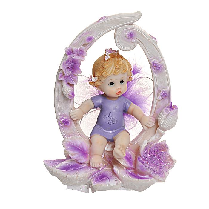 Статуэтка Именинный ангелочек для новорожденных514-1035Статуэтка Именинный ангелочек для новорожденных, выполненная из полистоуна, станет отличным подарком для вашего малыша! Все мы знаем, как порой непросто бывает выбрать подходящий подарок к тому или иному торжеству, а декоративные статуэтки Molento всегда были и останутся оригинальным подарком. Этот вид сувенира нельзя назвать бесполезной вещью. Статуэтка может стать великолепным украшением интерьера. На протяжении долгих лет, дизайнеры используют статуэтки для придания интерьеру особого шарма. Характеристики: Материал: полистоун. Размер статуэтки: 9,5 см х 6 см х 12 см. Размер упаковки: 10 см х 7,5 см х 13 см. Артикул: 514-1035.