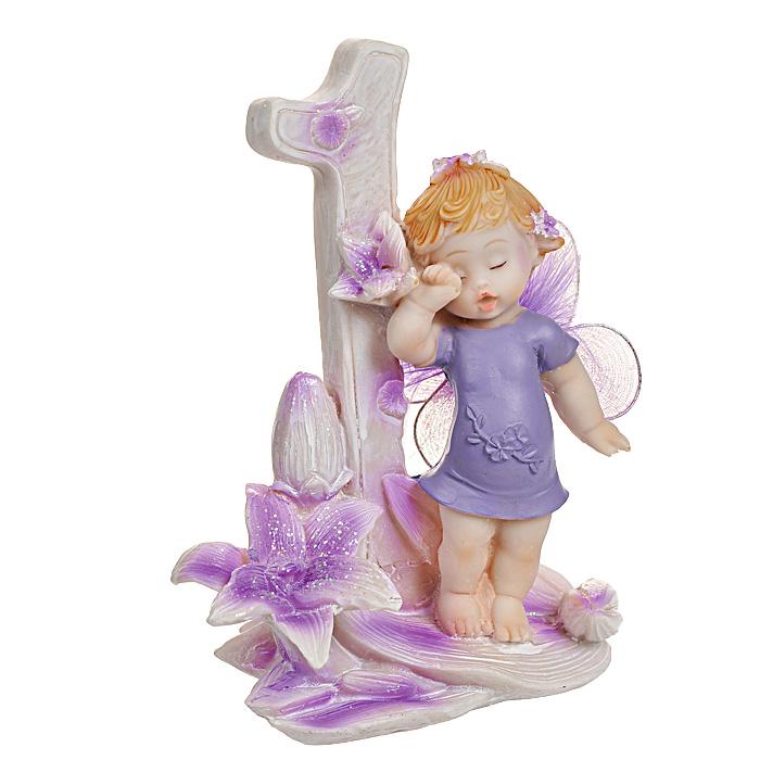 Статуэтка Именинный ангелочек. 1 год514-1026Статуэтка Именинный ангелочек. 1 год, выполненная из полистоуна, станет отличным подарком для вашего малыша! Все мы знаем, как порой непросто бывает выбрать подходящий подарок к тому или иному торжеству, а декоративные статуэтки Molento всегда были и останутся оригинальным подарком. Этот вид сувенира нельзя назвать бесполезной вещью. Статуэтка может стать великолепным украшением интерьера. На протяжении долгих лет, дизайнеры используют статуэтки для придания интерьеру особого шарма. Характеристики: Материал: полистоун. Размер статуэтки: 9,5 см х 6 см х 12 см. Размер упаковки: 10 см х 7,5 см х 13 см. Артикул: 514-1026.