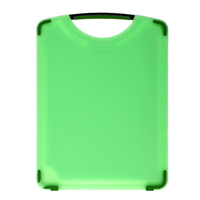 Доска разделочная Zyliss, прямоугольная, цвет: зеленый, 36 х 26 смE21701Прямоугольная разделочная доска Zyliss, изготовленная из высококачественного пластика, займет достойное место среди аксессуаров на вашей кухне. Ручка выполнена из комбинации пластика и нержавеющей стали. Она прекрасно подойдет для нарезки любых продуктов. Доска устойчива к деформации, не разрушается. Она не скользит по поверхности стола, что обеспечивает безопасную нарезку продуктов. В доске предусмотрены стоки для жидкости. Жидкость не остается в желобках, а скапливается в резервуаре, что обеспечивается разным уровнем дна резервуара и желобков. Характеристики: Материал: пластик, нержавеющая сталь. Размер доски: 36 см х 26 см х 1 см. Производитель: Великобритания. Артикул: E21701.