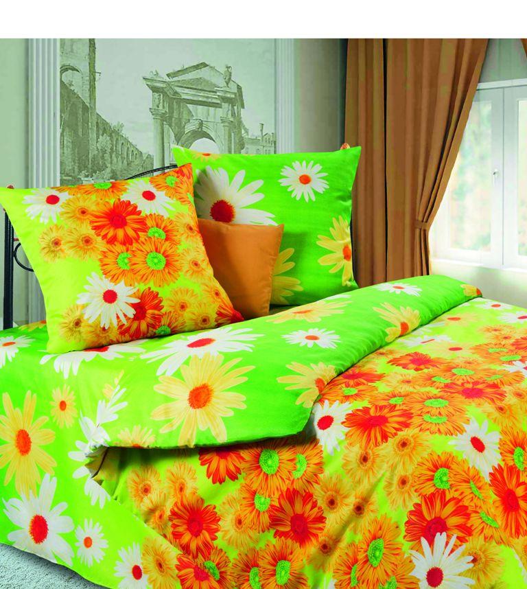 Комплект белья Герберы (1,5 спальный КПБ, микрофибра, наволочки 70х70), цвет: зеленыйPW-54-143-150-70Комплект постельного белья Герберы, изготовленный из микрофибры, поможет вам расслабиться и подарит спокойный сон. Комплект состоит из пододеяльника, простыни и двух наволочек. Постельное белье имеет изысканный внешний вид и обладает яркостью и сочностью цвета. Благодаря такому комплекту постельного белья вы сможете создать атмосферу уюта и комфорта в вашей спальне. Ткань микрофибра - новая технология в производстве постельного белья. Тонкие волокна, используемые в ткани, производят путем переработки полиамида и полиэстера. Такая нить не впитывает влагу, как хлопок, а пропускает ее через себя, и влага быстро испаряется. Изделие не деформируется и хорошо держит форму. Свойства ткани микрофибра: не линяет не скатывается быстро высыхает после стирки устойчива световому воздействию. Характеристики: Страна: Россия. Материал: микрофибра (100% полиэстер). Размер упаковки: 35 см х 28 см х 5 см. В комплект...