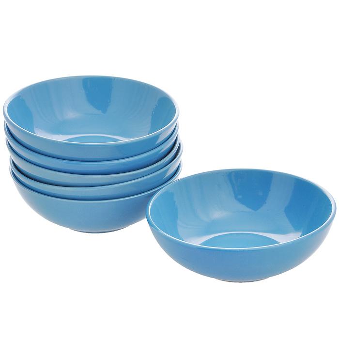 Набор тарелок глубоких, цвет: синий, диаметр 18 см, 6 штКт CG-911B-BLНабор включает в себя шесть глубоких тарелок, выполненных высококачественной керамики. Лаконичность оформления набора придется по вкусу и ценителям классики, и тем, кто предпочитает утонченность и изысканность. Тарелки являются экологически безопасными, так как не содержат кадмия и свинца. Характеристики: Материал: керамика. Диаметр тарелки: 18 см. Высота тарелки: 5,5 см. Объем тарелки: 750 мл. Комплектация: 6 шт. Размер упаковки: 18 см х 18 см х 14 см. Артикул: Кт CG-911B-BL.