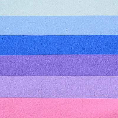 Набор лоскутов из войлока Richard Wernekinck Wolgroothander, 20 см х 30 см, 6 шт. 560221-Н08560221-Н08Набор Richard Wernekinck Wolgroothander состоит из 6 войлочных лоскутов разных цветов. В набор входят следующие цвета: серо-голубой, голубой, ультрамариновый (синий), фиалковый, лавандовый, розовый. Войлок (фетр) произведен в Голландии на фабрике Richarda Wernekincka, где очень строгий контроль за качеством выпускаемой продукции. А многолетний опыт работы позволил добиться в производстве войлока (фетра) самого высокого класса. Данный войлок (фетр) очень мягкий и приятный на ощупь, стойкие, яркие цвета. Работа с ним доставит вам только положительные эмоции, а результат будет радовать вас долгие годы. Характеристики: Материал: войлок (фетр) (100% шерсть). Размер лоскута: 20 см х 30 см. Комплектация: 6 шт. Цвет: серо-голубой, голубой, ультрамариновый (синий), фиалковый, лавандовый, розовый. Размер упаковки: 27 см х 22 см х 1,5 см. Артикул: 560221-Н08.