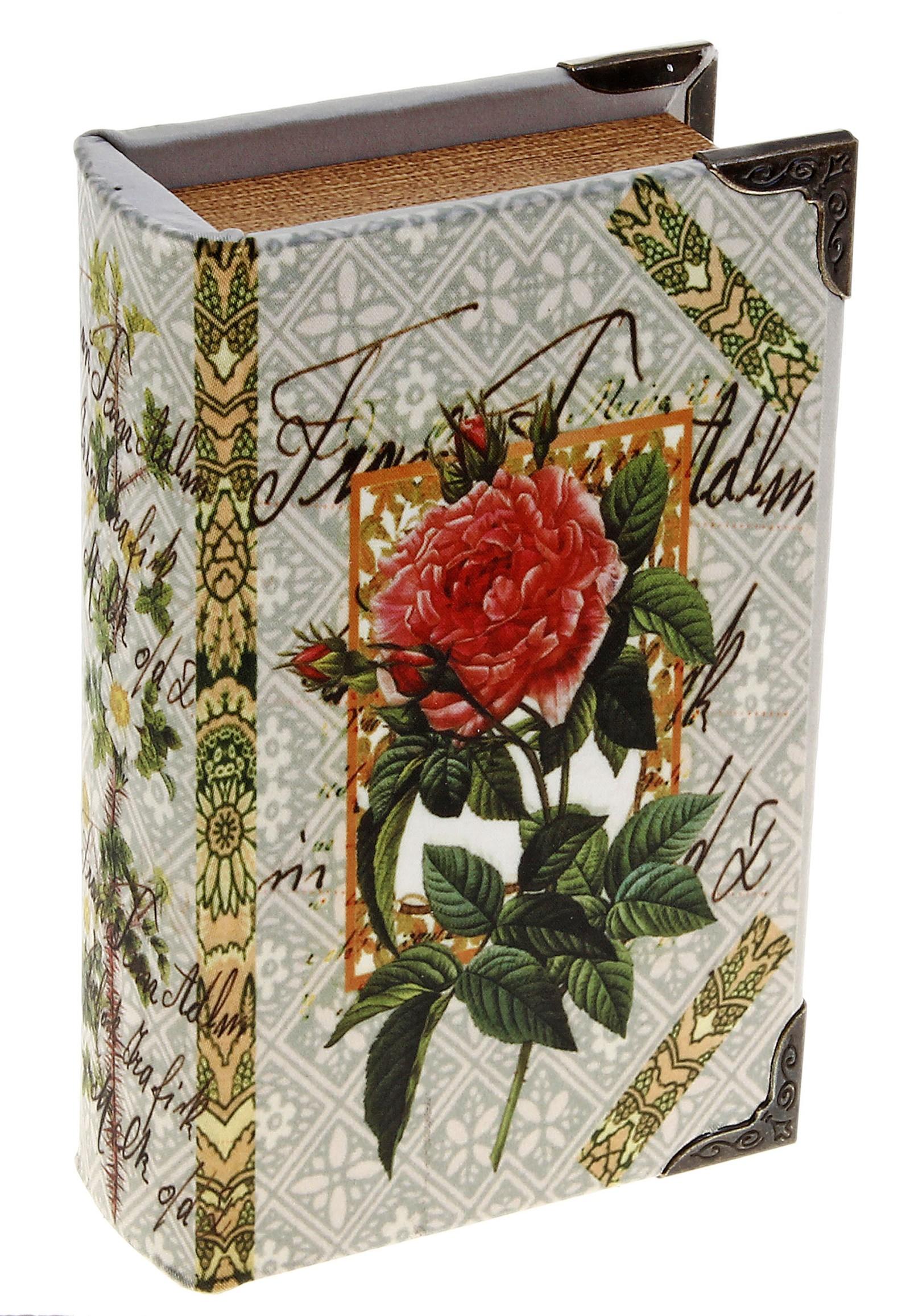 Шкатулка Садовая роза. 521796521796Шкатулка Садовая роза, выполненная в виде книги, не оставит равнодушной ни одну любительницу изысканных вещей. Шкатулка изготовлена из дерева и обтянута шелком с изображением розы. Внутренняя поверхность шкатулки отделана искусственной кожей. Углы шкатулки декорированы металлическими уголками. Сочетание оригинального дизайна и функциональности сделает такую шкатулку практичным и стильным подарком, а также предметом гордости ее обладательницы. Характеристики: Материал: дерево, кожзаменитель, шелк, металл. Размер шкатулки: 11 см х 17 см х 5 см. Внутренный размер шкатулки: 7,5 см х 13,5 см х 4 см. Размер упаковки: 12 см х 18 см х 6 см. Артикул: 521796.