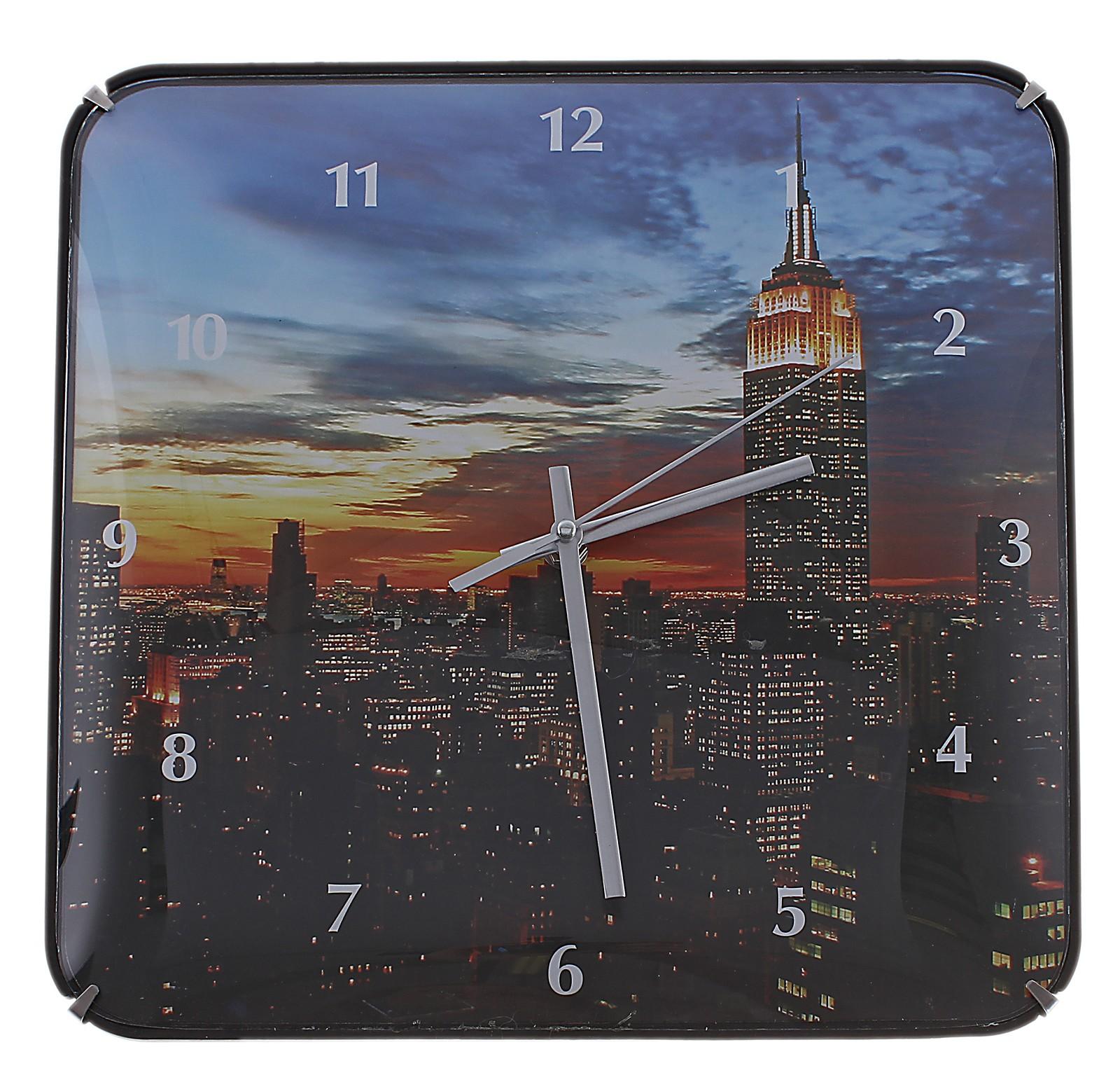 Часы настенные Ночной сити, цвет: мульти. 589195589195Оригинальные настенные часы Ночной сити квадратной формы выполнены из пластика и оформлены изображением ночного города. Часы имеют три стрелки - часовую, минутную и секундную. Циферблат часов защищен пластиком. Необычное дизайнерское решение и качество исполнения придутся по вкусу каждому. Оформите совой дом таким интерьерным аксессуаром или преподнесите его в качестве презента друзьям, и они оценят ваш оригинальный вкус и неординарность подарка. Характеристики: Материал: пластик, металл. Размер: 3 см x 30 см x 30 см. Размер упаковки: 31 см х 31 см х 4,5 см. Артикул: 589195. Работают от батарейки типа АА (в комплект не входит).