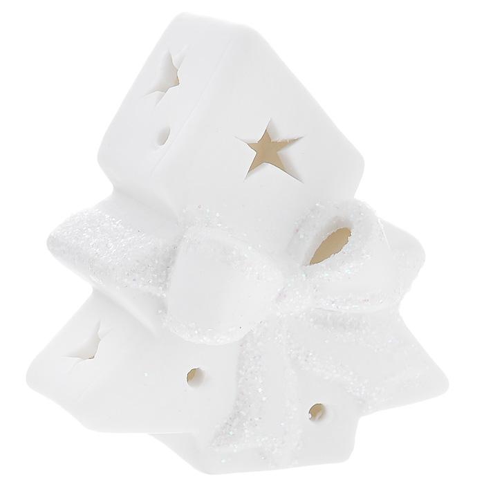 Новогоднее украшение Елочка, с внутренней подсветкой. 3107531075Новогоднее украшение, изготовленное из керамики, выполнено в виде елочки. Внутри украшения расположен светодиод, при включении мигающий разными цветами. Новогодние украшения всегда несут в себе волшебство и красоту праздника. Создайте в своем доме атмосферу тепла, веселья и радости, украшая его всей семьей. Характеристики: Материал: керамика. Цвет: белый. Размер украшения: 9 см х 8 см х 6 см. Размер упаковки: 9,5 см х 8,5 см х 6,5 см. Артикул: 31075. В комплект входит 2 элемента питания по 1,5 Вт.