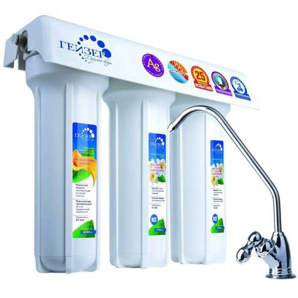 Трехступенчатый фильтр для очистки жесткой воды Гейзер 3 ИВЖ Люкс11021Трехступенчатый фильтр для очистки воды с повышенным содержанием солей жесткости. Признаки жесткой воды: накипь белого цвета в чайнике, белый налет на сантехнике, пленка в чае. Самая совершенная и оптимальная система очистки воды для каждого дома. Позволяет получать неограниченное количество воды питьевого класса из отдельного крана чистой воды. Уникальная защита вашей семьи от любых загрязнений, какие могут попасть в водопровод, включая прорыв канализационных стоков и радиационное заражение. Гейзер 3 - это один из лучших фильтров на российском рынке, фильтр с оптимальным сочетанием цена/качество/удобство использования. Способы очистки: Механическая фильтрация - осуществляется на поверхности Арагона. В зависимости от условий применения, Арагон производится с пористостью от 0,01 до 2,00 мкм, что позволяет отфильтровать даже очень мелкие примеси. Ионный обмен - ионообменные свойства Арагона позволяют извлекать из воды железо, соли жидкости,...