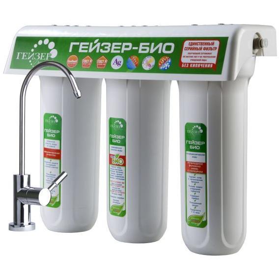 Фильтр для мягкой воды Гейзер Ультра Био-411, кран 666026Трехступенчатый фильтр для очистки мягкой воды. Признаки мягкой воды: плохо смывается мыло и шампунь, коррозия сантехники. Самая совершенная и оптимальная система очистки воды для каждого дома. Позволяет получать неограниченное количество воды питьевого класса из отдельного крана чистой воды. Уникальная защита вашей семьи от любых загрязнений, какие могут попасть в водопровод, включая прорыв канализационных стоков и радиационное заражение. Гейзер 3 - это один из лучших фильтров на российском рынке, фильтр с оптимальным сочетанием цена/качество/удобство использования. 100% защита от вирусов и бактерий, подтвержденная сертификатом по системе ГОСТ Р и заключением Федеральной службы по надзору в сфере защиты прав потребителя и благополучия человека. Фильтр рекомендован для доочистки и дообеззараживания водопроводной воды ФГБУ НИИ Экологии Человека и Гигиены Окружающей Среды им. А.Н. Сысина Минздравсоцразвития России. При очистке воды...