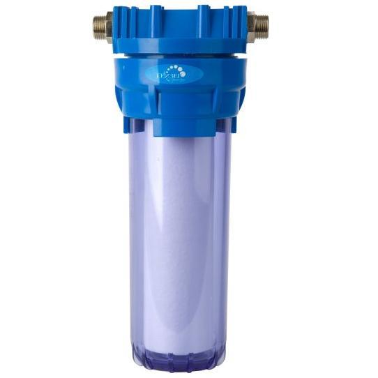 Магистральный фильтр Гейзер 1П, 1/2, для холодной воды32007Фильтр Гейзер 1П 1/2 прозрачный производит тонкую очистку холодной воды от взвешенных частиц (более 5 мкм). В фильтре Гейзер 1П 1/2 используется картридж РР 5 - 10SL. Удаляет ржавчину, песок, ил и другие нерастворимые примеси. Улучшает показатели мутности и цветности воды. Корпус фильтра выполнен из прочного прозрачного пластика. В производстве корпусов используются материалы пищевого класса. Вышедший из строя картридж механической очистки быстро и просто заменяется, зато остальные фильтроэлементы работают дольше и с максимальной эффективностью. Корпус фильтра выдерживает давление воды до 25 атмосфер, а при гидроударе – до 30 атмосфер, что подтверждено тестированием НИИ Точной механики. Это рекордный результат среди фильтров подобного класса. В комплект входят крепление (пластиковая скоба), четыре самореза, ключ пластиковый.