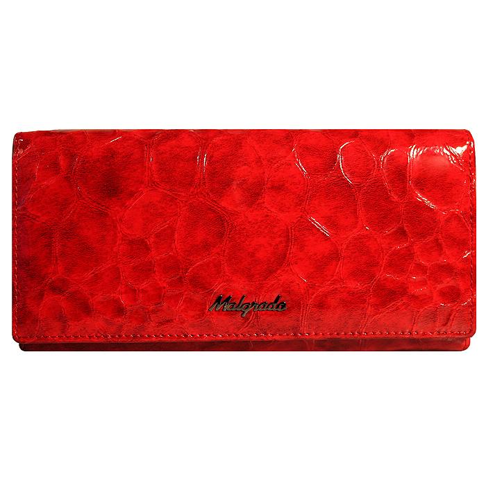 Кошелек женский Malgrado, цвет: красный. 72058-20501#72058-20501# RedСтильный кошелек Malgrado изготовлен из лакированной натуральной кожи красного цвета с декоративным тиснением под рептилию и вмещает в себя купюры в развернутом виде в полную длину. Внутри содержит три отделения для купюр, один дополнительный карман на молнии, семь отделений для дисконтных карт, визиток, кредиток, один прозрачный кармашек для пропуска, проездного или фотографии, два дополнительных потайных кармана и отделение для мелочи, закрывающийся на металлический замок. С оборотной стороны расположен открытый карман. Закрывается кошелек клапаном на кнопку. Кошелек упакован в подарочную металлическую коробку с логотипом фирмы. Такой кошелек станет замечательным подарком человеку, ценящему качественные и практичные вещи.