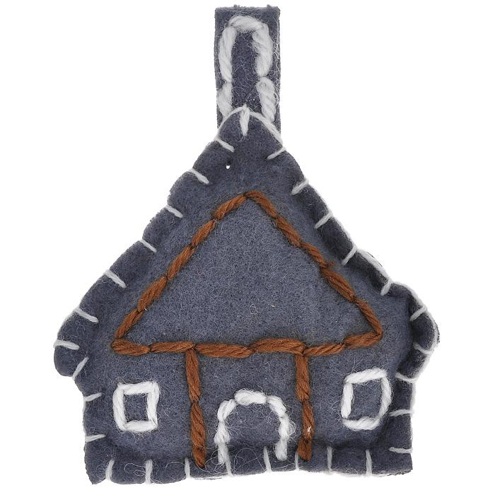 Новогоднее подвесное украшение Домик. 2526225262Новогоднее украшение Домик отлично подойдет для декорации вашего дома и новогодней ели. Игрушка выполнена из полиэстера серого цвета в виде домика с петелькой для подвешивания наверху. Елочная игрушка - символ Нового года. Она несет в себе волшебство и красоту праздника. Создайте в своем доме атмосферу веселья и радости, украшая всей семьей новогоднюю елку нарядными игрушками, которые будут из года в год накапливать теплоту воспоминаний. Характеристики: Материал: полиэстер. Цвет: серый. Размер украшения: 8,5 см х 10 см х 2 см. Артикул: 25262.