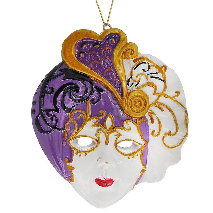 Новогоднее подвесное украшение Маска. 3048230482Изящное новогоднее украшение Маска выполнено из полирезины в виде венецианской маски. С помощью специальной текстильной петельки украшение можно повесить в любом понравившемся вам месте. Но, конечно, удачнее всего такая игрушка будет смотреться на праздничной елке. Новогодние украшения приносят в дом волшебство и ощущение праздника. Создайте в своем доме атмосферу веселья и радости, украшая всей семьей новогоднюю елку нарядными игрушками, которые будут из года в год накапливать теплоту воспоминаний. Характеристики: Материал: полирезина. Цвет: белый, сиреневый. Размер украшения: 7,5 см х 6,5 см х 1 см. Артикул: 30482.