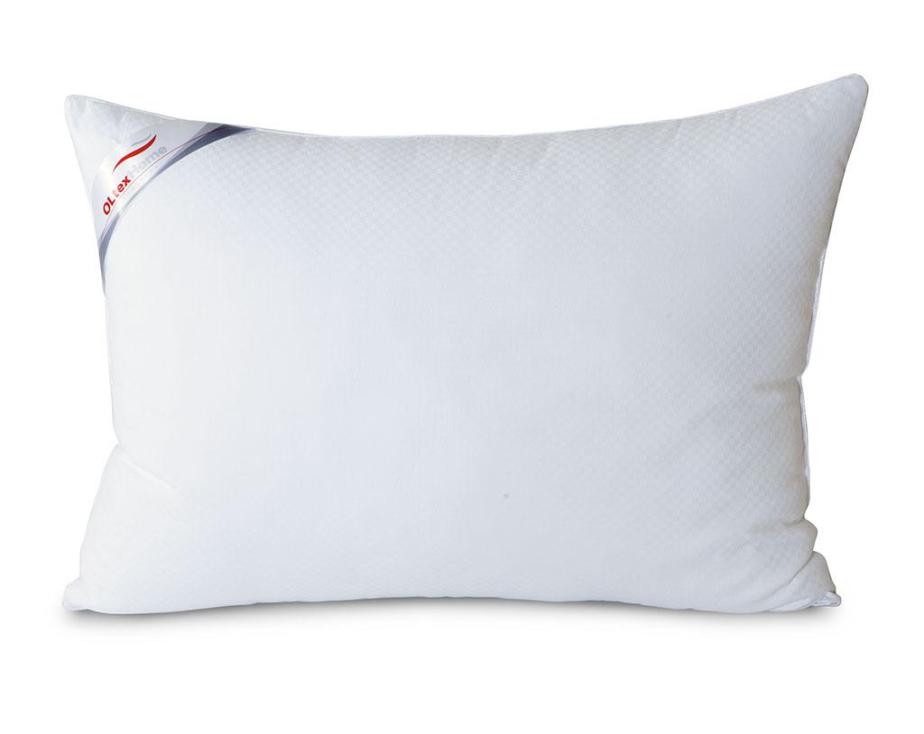 Подушка OL-Tex Богема, 50 х 68 смОЛС-57-1Чехол подушки OL-Tex Богема выполнен из мягкого приятного на ощупь сатина-страйп. Наполнитель - высокосиликонизированное микроволокно OL-tex, которое является усовершенствованным аналогом наполнителя Лебяжий пух. Лебяжий пух - это современный заменитель натурального лебяжьего пуха. Искусственный Лебяжий пух сохраняет непревзойденную мягкость и легкость природного материала, но еще обладает и рядом новых достоинств. Лебяжий пух не вызывает аллергии, в изделиях с таким наполнителем не заводится клещ, бактерии, гнили. За подушками и одеялами очень легко ухаживать - их можно стирать в машинке, они быстро и полностью высыхают. Легкая, почти невесомая подушка, с нежнейшим наполнителем Ol-Tex идеально подходит для сна. Подушка из коллекции Богема обладает прекрасными терморегулирующими свойствами, гиппоаллергенна. Сохраняет форму и объем даже при многократных стирках. Подушка OL-Tex Богема - достойный выбор современной хозяйки! Рекомендации по...