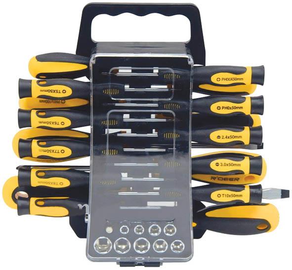 Набор отверток с битами и головками FIT, 44 предмета56407Набор отверток с битами и головками FIT предназначен для монтажа и демонтажа резьбовых соединений. Это необходимый предмет в каждом доме, набор станет незаменимым в вашем хозяйстве. Такой набор будет идеальным подарком мужчине. В состав набора входит: Головки 1/4: 5 мм, 5.5 мм, 6 мм, 8 мм, 9 мм, 10 мм, 11 мм, 12 мм, 13 мм; Адаптер с биты на головку; Биты шлицевые: SL3, SL4, SL5, SL6; Биты крестовые: PH0, PH1, PH2, PH3; PZ0, PZ1, PZ2, PZ3; Биты шестигранные: T10, T15; H3, H4; Отвертки для точных работ: SL2,5, SL3; PH00, PH0; T5, T6, T7, T8, T9, T10; Отвертки: SL3 х 75 мм, SL5 х 100 мм, SL6 х 125 мм, SL8 х 150 мм; Отвертка с магнитным держателем для бит; Пластиковый кейс. Характеристики: Материал: пластик, хром-ванадий. Длина бит: 2,5 см. Длина отверток для точных работ: 5 см. Размеры кейса: 30 см х 23 см х 6 см. Размеры упаковки: 30 см х 23 см х 6 см.