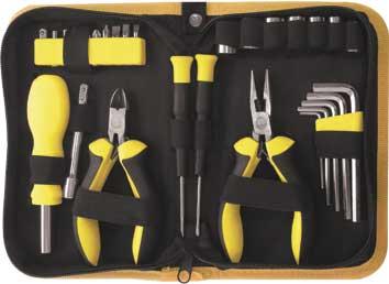 Набор инструмента FIT, 29 предметов. 6513765137Набор слесарно-монтажных инструментов FIT - это необходимый предмет в каждом доме. Он включает в себя 29 предметов, которые умещаются в небольшом кейсе. Инструменты, входящие в набор гарантируют надежность и длительный срок службы. Такой набор будет идеальным подарком мужчине. Состав набора: Отвертки для точных работ, 2 шт; Отвертка для бит, 12 см, 1 шт; Удлинитель, 7,5 см, 1 шт; Шестигранные ключи: 2 мм, 3 мм, 4 мм, 5 мм, 6 мм; Тонконосы Мини, 13 см, 1 шт; Бокорезы Мини, 11,5 см, 1 шт; Головки торцевые: 7 мм, 8 мм, 9 мм, 10 мм, 11 мм, 12 мм, 13 мм; Биты плоские: SL4, SL5, SL6; Биты крестовые: PH1, PH2, PZ1, PZ2; Биты звездочка: Т15, Т20; Адаптер для головок, 1 шт; Нейлоновый футляр. Характеристики: Материал: резина, пластик, металл. Размеры футляра: 19 см х 13 см х 5 см. Размеры упаковки: 19 см x 13 см x 5 см. Производитель: Китай. Артикул:...