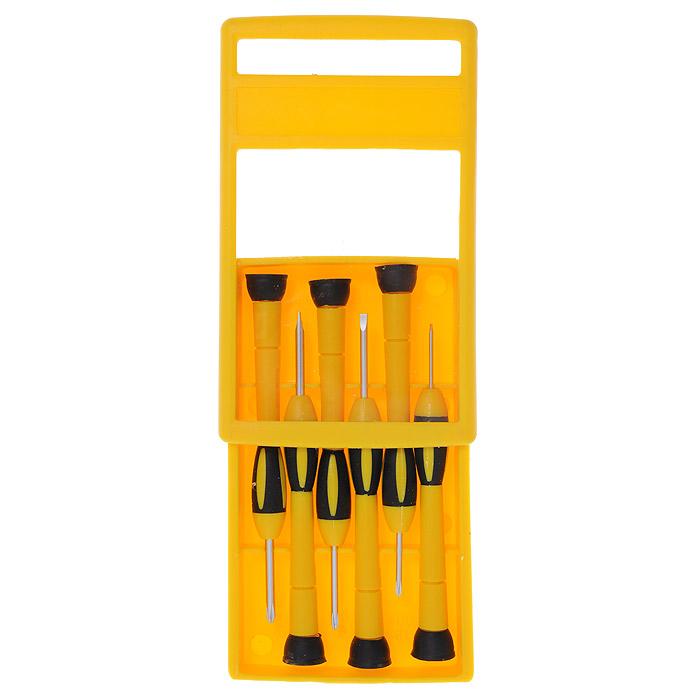 Набор часовых отверток FIT, 6 шт. 5614656146Набор часовых отверток FIT включает шесть отверток, упакованных в удобную пластиковую коробку. Предназначены для монтажа/демонтажа резьбовых соединений. Вертлюговое соединение рукоятки с упором в ее хвостовой части позволяет отвинчивать мелкие детали одной рукой. В состав набора входит: Отвертки крестовые: PH00; PH0; PH1. Отвертки плоские: SL1,4; SL2,4; SL3,0. Пластиковый пенал Характеристики: Материал: металл, пластик. Размер пенала: 14 см х 8 см х 2 см. Размер упаковки: 19 см х 11 см х 2 см Производитель: Китай. Артикул: 56146.