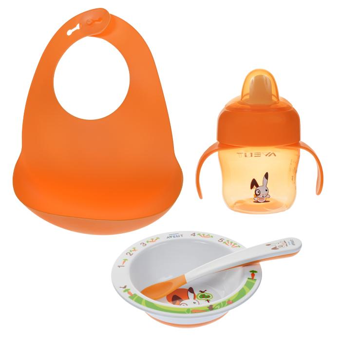 Philips Avent Набор посуды для кормления 4 предмета SCF730/00SCF730/00Набор для кормления Avent включает в себя глубокую миску, ложку, чашку-поильник и нагрудник. С помощью этого набора ваш малыш может легко научиться есть самостоятельно. Дизайн миски с обучающими рисунками разработан в сотрудничестве с ведущим детским психологом. Нескользящее основание предотвращает проливание. Широкие края удобны для самостоятельного питания. Мягкий носик чашки-поильника создан для простого перехода от груди или бутылочки к чашке. Клапан предотвращает проливание, что идеально для дома и поездок. Защелкивающий колпачок поможет сохранить носик поильника в чистоте. Мягкие края ложки не вредят деснам малыша. Длинная нескользящая ручка удобна для рук взрослого и идеальна для глубоких банок. Нагрудник со специальным кармашком собирает все крошки и упавшие кусочки. Мягкий вырез обеспечивает комфорт для малыша. Благодаря компактным размерам его удобно хранить и возить с собой. Элементы набора выполнены из безопасных материалов (не содержат...
