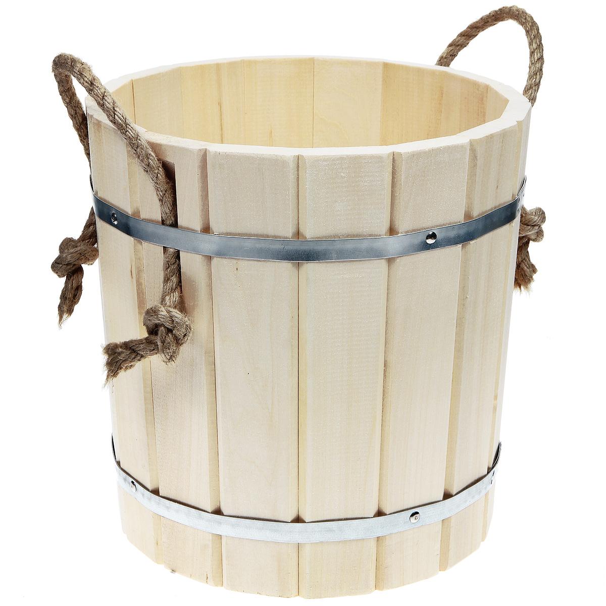 Запарник Банные штучки, с веревочными ручками, 15 лZ-0307Запарник Банные штучки, изготовленный из дерева (липы), доставит вам настоящее удовольствие от банной процедуры. При запаривании веник обретает свою природную силу и сохраняет полезные свойства. Корпус запарника состоит из металлических обручей, стянутых клепками. Для более удобного использования запарник имеет веревочные ручки. Интересная штука - баня. Место, где одинаково хорошо и в компании, и в одиночестве. Перекресток, казалось бы, разных направлений - общение и здоровье. Приятное и полезное. И всегда в позитиве. Характеристики:Материал: дерево (липа), металл. Высота запарника: 32 см. Диаметр запарника по верхнему краю: 31 см. Объем: 15 л. Артикул: 32017.