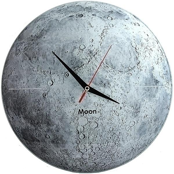 Часы настенные Луна, стеклянные, цвет: серый. 9530295302Оригинальные настенные часы Луна круглой формы выполнены из стекла и оформлены изображением луны. Часы имеют три стрелки - часовую, минутную и секундную. Циферблат часов не защищен. Необычное дизайнерское решение и качество исполнения придутся по вкусу каждому. Оформите совой дом таким интерьерным аксессуаром или преподнесите его в качестве презента друзьям, и они оценят ваш оригинальный вкус и неординарность подарка. Характеристики: Материал: пластик, стекло. Диаметр часов: 28 см. Размер упаковки: 30 см х 21,5 см х 4,5 см. Артикул: 95302. Работают от батарейки типа АА (в комплект не входит).