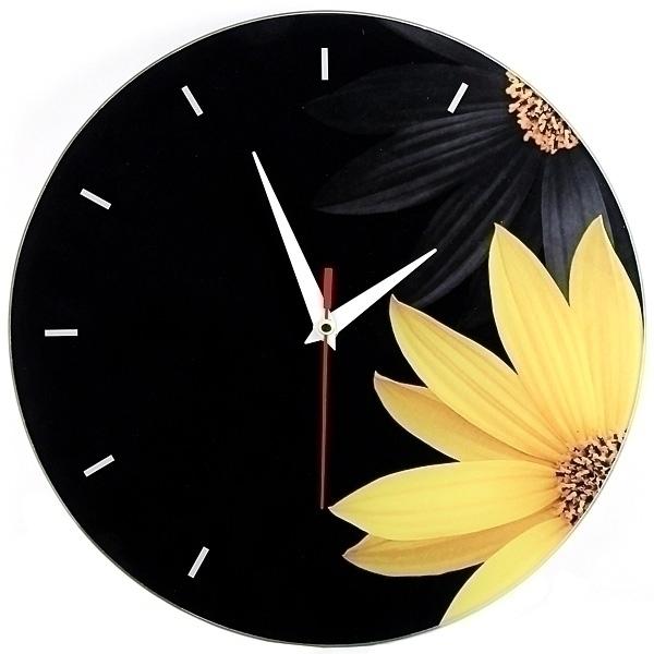 Часы настенные Ромашка, стеклянные, цвет: черный, желтый. 9530495304Оригинальные настенные часы Ромашка круглой формы выполнены из стекла и оформлены изображением ромашек. Часы имеют три стрелки - часовую, минутную и секундную. Циферблат часов не защищен. Необычное дизайнерское решение и качество исполнения придутся по вкусу каждому. Оформите совой дом таким интерьерным аксессуаром или преподнесите его в качестве презента друзьям, и они оценят ваш оригинальный вкус и неординарность подарка. Характеристики: Материал: пластик, стекло. Диаметр часов: 28 см. Размер упаковки: 30 см х 21,5 см х 4,5 см. Артикул: 95304. Работают от батарейки типа АА (в комплект не входит).