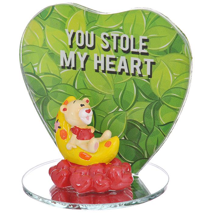 Фигурка декоративная Мишка-валентинка. 123438123438Декоративная фигурка Мишка-валентинка изготовлена из полистоуна в виде милого медвежонка, лежащего на луне. Фигурка расположена на подставке, нижняя часть которой - круглое зеркальце, а боковая - стекло в форме сердца, оформленное изображением зеленых листьев и надписью You stole my heart. Такая фигурка станет идеальным сувениром ко Дню Святого Валентина, она без лишних слов выразит все ваши чувства. Фигурка упакована в подарочную коробку, перевязанную красной атласной лентой. Характеристики: Материал: полистоун, стекло. Цвет: бежевый, красный, желтый, зеленый. Общий размер фигурки (ДхШхВ): 7,5 см х 7 см х 8 см. Высота фигурки мишки: 4 см. Размер упаковки: 9,5 см х 9 см х 11 см. Артикул: 123438.