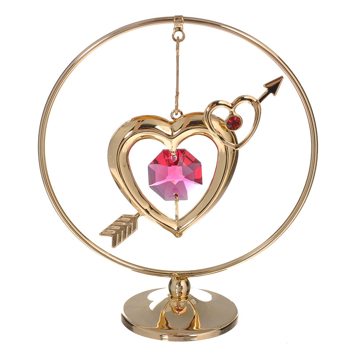 Фигурка декоративная Сердце на подвеске, цвет: золотистый. 67596UP210DFДекоративная фигурка Сердце выполнена из углеродистой стали, покрытой золотом толщиной 0,05 микрон. Фигурка представляет собой круглый обруч с подвеской в виде сердечка. Фигурка украшена крупным граненым кристаллом Swarovski розового цвета. Поставьте фигурку на стол в офисе или дома и наслаждайтесь изящными формами и блеском кристаллов.Изысканный и эффектный, этот сувенир покорит своей красотой и изумительным качеством исполнения, а также станет замечательным подарком. Характеристики:Материал: углеродистая сталь, кристаллы Swarovski. Размер фигурки (ДхШхВ): 7 см х 3 см х 8 см. Цвет: золотистый. Размер упаковки: 7,5 см х 5 см х 10 см. Артикул: 67596.