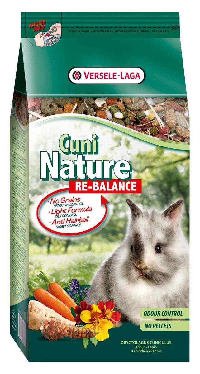 Корм для кроликов Versele-Laga Cuni Nature Re-Balance, облегченный, 700 г0120710Корм Versele-Laga Cuni Nature Re-Balance - это полноценный основной корм для кроликов и карликовых кроликов, чувствительных к определенным пищевым ингредиентам. Идеален для стареющих кроликов, кроликов с низким уровнем активности и с избыточным весом. Это высококачественная смесь природных компонентов, которая содержит питательные вещества, витамины, минералы и аминокислоты, необходимые для жизнерадостной и здоровой жизни вашего питомца. Облегченная формула корма гарантирует сбалансированное питание, а отсутствие злаков идеально для животных, подверженных аллергиям. Корм Versele-Laga Cuni Nature Re-Balance содержит дополнительное количество клетчатки, трав, овощей, фруктов и добавок, важных для здоровья: обеспечивает превосходное пищеварение, гигиену полости рта, сияющую шерсть и великолепное здоровье. Широкое разнообразие ингредиентов гарантирует превосходный вкус и усваиваемость. Не содержит прессованных гранул! Указания к использованиюВ зависимости от размера, породы и возраста кролика рекомендуемая дневная порция составляет от 50 до 80 грамм. Обеспечивайте вашему питомцу свежий корм и питьевую воду ежедневно. Также предоставьте достаточное количество сена. Состав: продукты растительного происхождения, овощи (8,5%, из которых 27% морковь, 3,5% иерусалимский артишок и 5,5% пастернак), экстракт белков овощного происхождения, минералы, семена (1,5%, из которых 74,5% семя льна), дрожжи, фруктоолигосахариды, травы, календула, морские водоросли, юкка, маннанолигосахариды косточек винограда.Анализ состава: 13,5% белки, 3% жиры, 15% сырая клетчатка, 7% сырая зола, 0,9% кальций 0,6%, фосфор, 0,71% лизин, 0,31% метионин. Добавки на кг: витамин А 15525 МЕ, витамин D3 2000 МЕ, витамин Е 84 мг, витамин С 45 мг, железо 101 мг, йод 2,9 мг, медь 14 мг, марганец 102 мг, цинк 95 мг, селен 0,3 мг, антиоксиданты.Вес: 700 г.Товар сертифицирован.